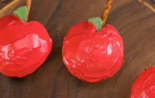 close-up-apple-shaped-cupcakes